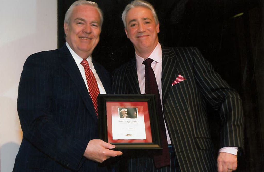 Bill Kurtis presenting Scott Simon with his 2009 Studs Terkel award.