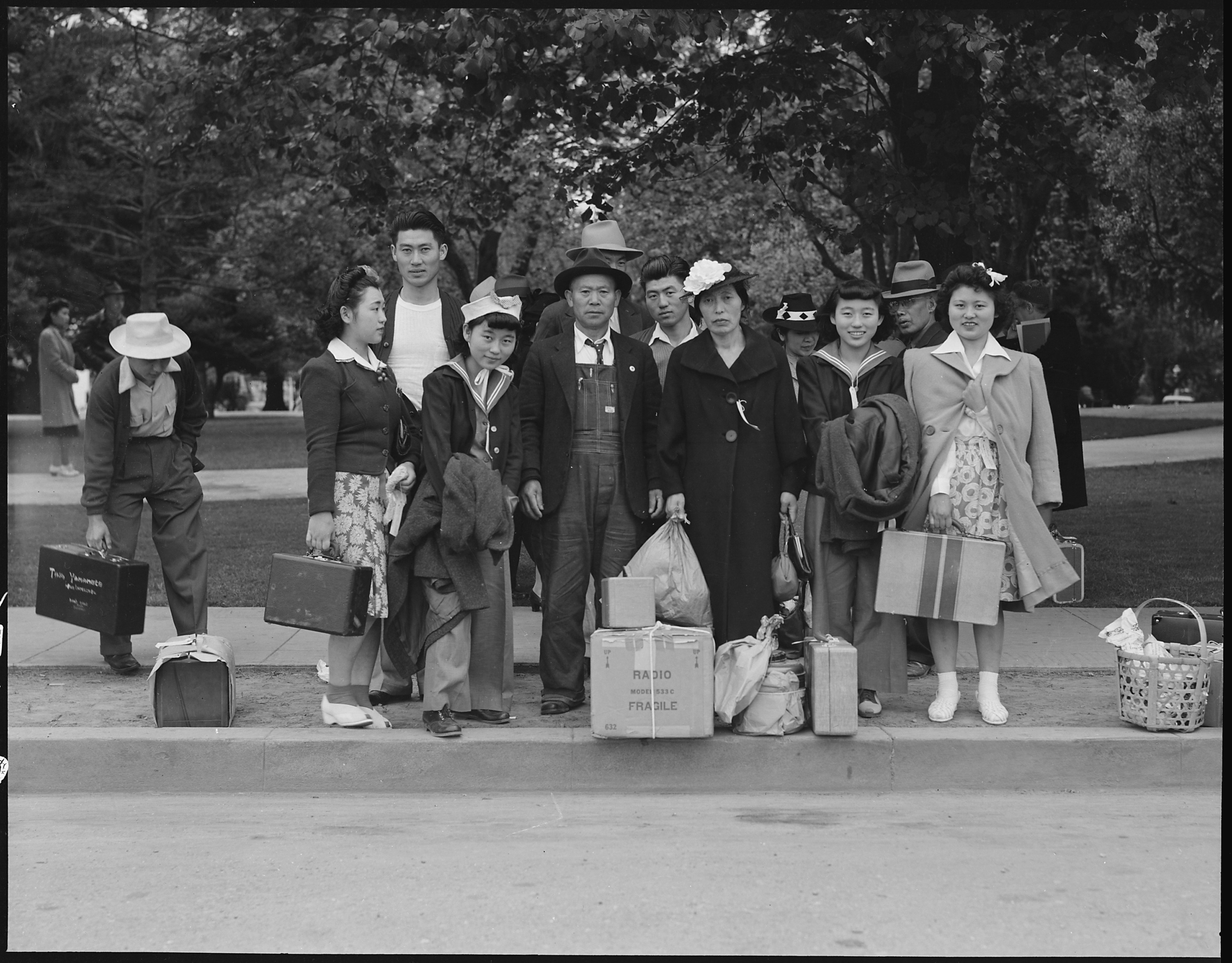 hayward_california-_this_farm_family_await_evacuation_bus-_father_and_mother_immigrated_from_japa_-_-_-_-_nara_-_537508